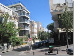 A fairly typical entral Tel Aviv streetscape.